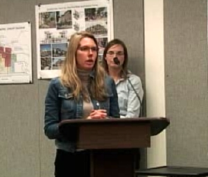 Jennifer Halferty speaking at a Mammoth Town Council meeting.